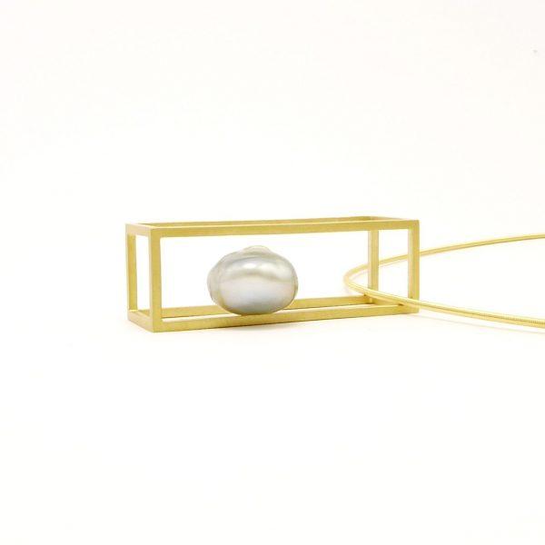 barroco- colgante Au 750 amarillo + perla tahiti