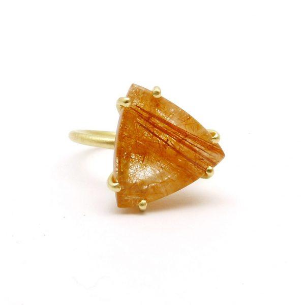 true - anillo Au amarillo + cuarzo rutilo